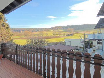 4 Zimmer, ruhig, mit Blick auf Wald, Wiesen und Felder + Balkon und Gartenteil, 64850 Schaafheim - Mosbach, Etagenwohnung
